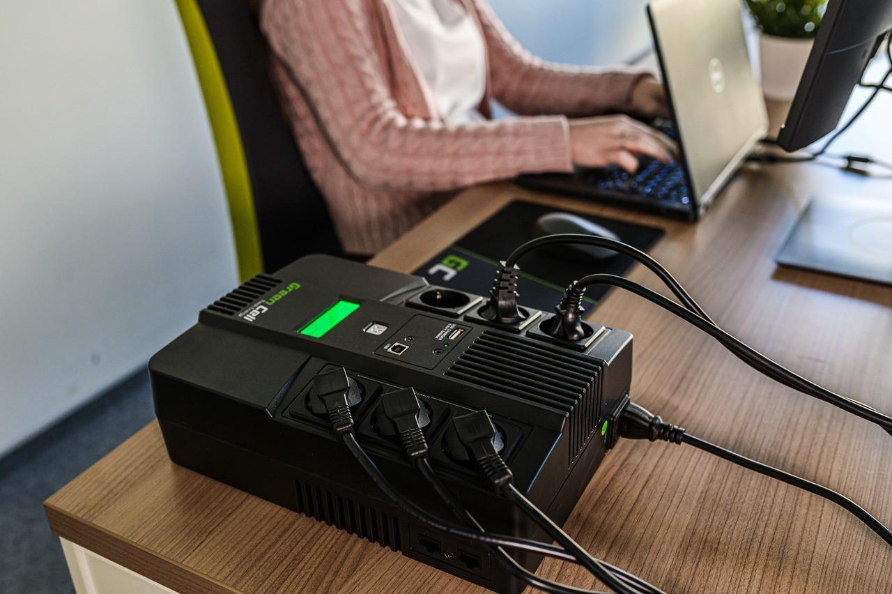 Green Cell ® UPS AiO 600VA 360W LCD